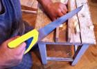 Zaczynamy od przycięcia listew wg wymiarów. My przyjęliśmy mocowanie z przycięciem listew pod kątem 45 stopni, ale można zrobić to bez przycinania, a jak ktoś ma takie możliwości, może zrobić łączenie na wpust i pióro i dodatkowo użyć kleju do drewna.